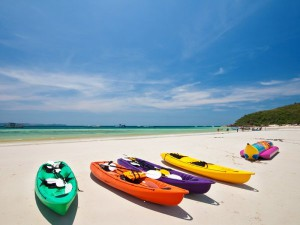shutterstock_101213176-multi-color-canoe-on-the-beach-lan-island-pattaya-thailand